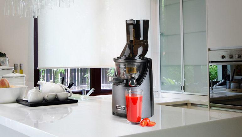 dobra wyciskarka do soku powinna: pracować przy obrotach 30-120 na minutę; wyciskać sok z twardych warzyw oraz miękkich owoców jak też zielonych liści. Najlepsze wyciskarki na rynku są zrobione z bezpiecznych i trwałych materiałów