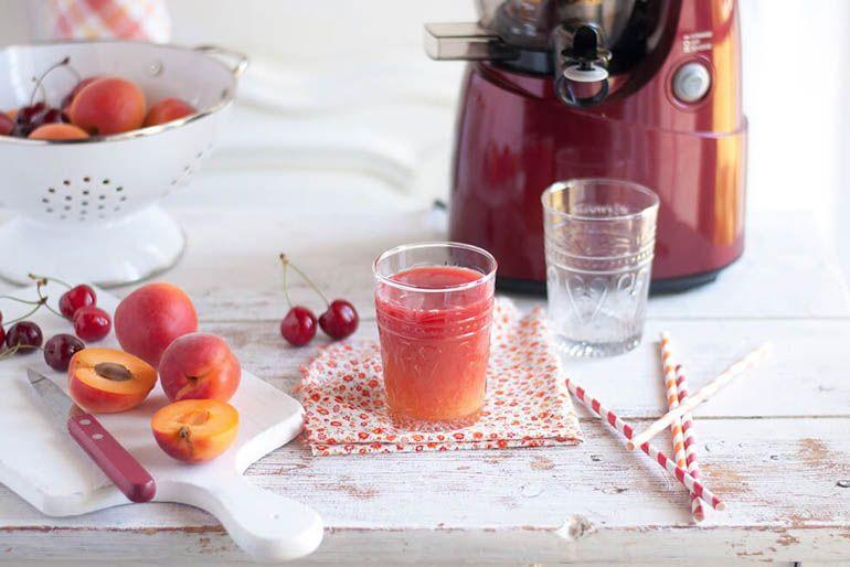 świeżo wyciskane soki warzywno-owocowe to świetne uzupełnienie Twojej diety i prosty sposób na dostarczenie organizmowi witamin, minerałów, enzymów oraz fitozwiązków.